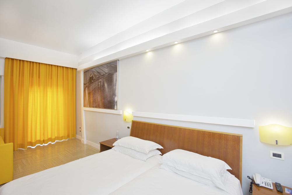 Art_Hotel_Gran_Paradiso_2012_123_Loris_Cecchini_2.jpg