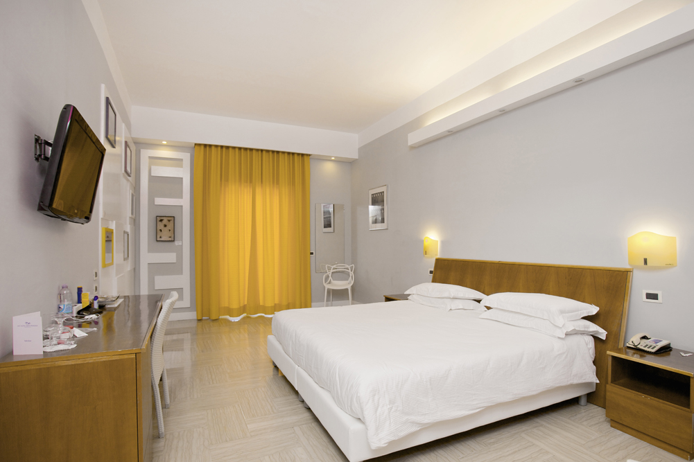 Art_Hotel_Gran_Paradiso_2012_127_Claudio_Parmiggiani_2.jpg