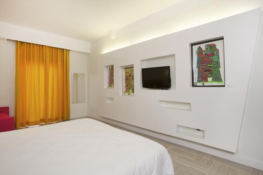 Art_Hotel_Gran_Paradiso_2012_128_Friedensreich_Hundertwasser_1.jpg