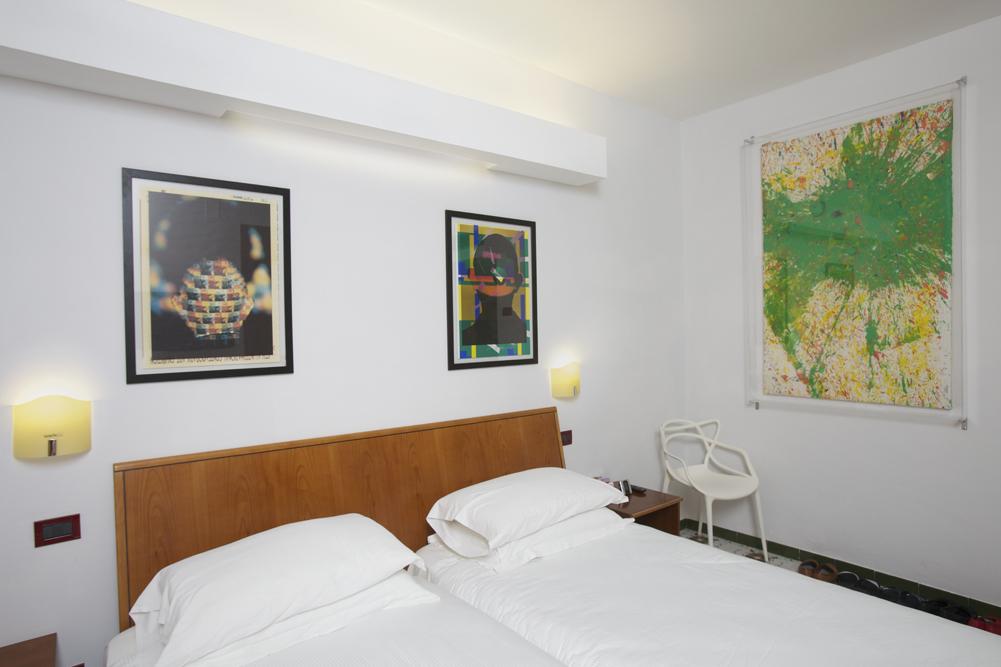 Art_Hotel_Gran_Paradiso_2012_304_Shozo_Shimamoto_2.jpg