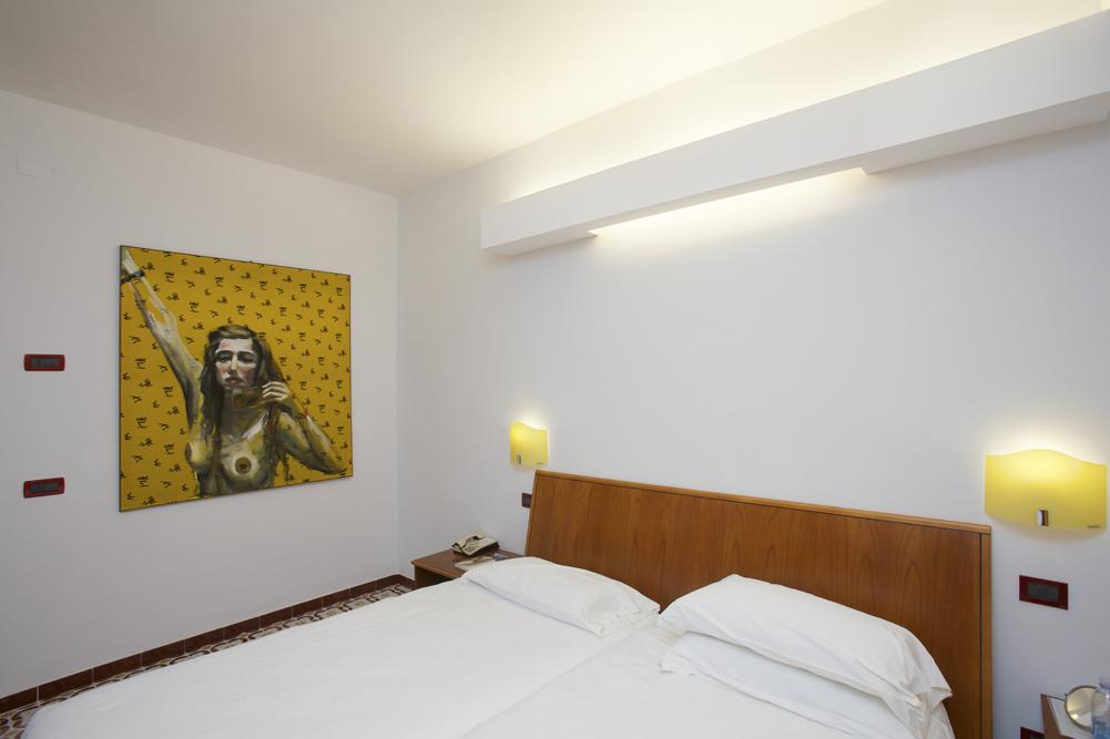 Art_Hotel_Gran_Paradiso_2012_307_Elke_Krystufek_2.jpg