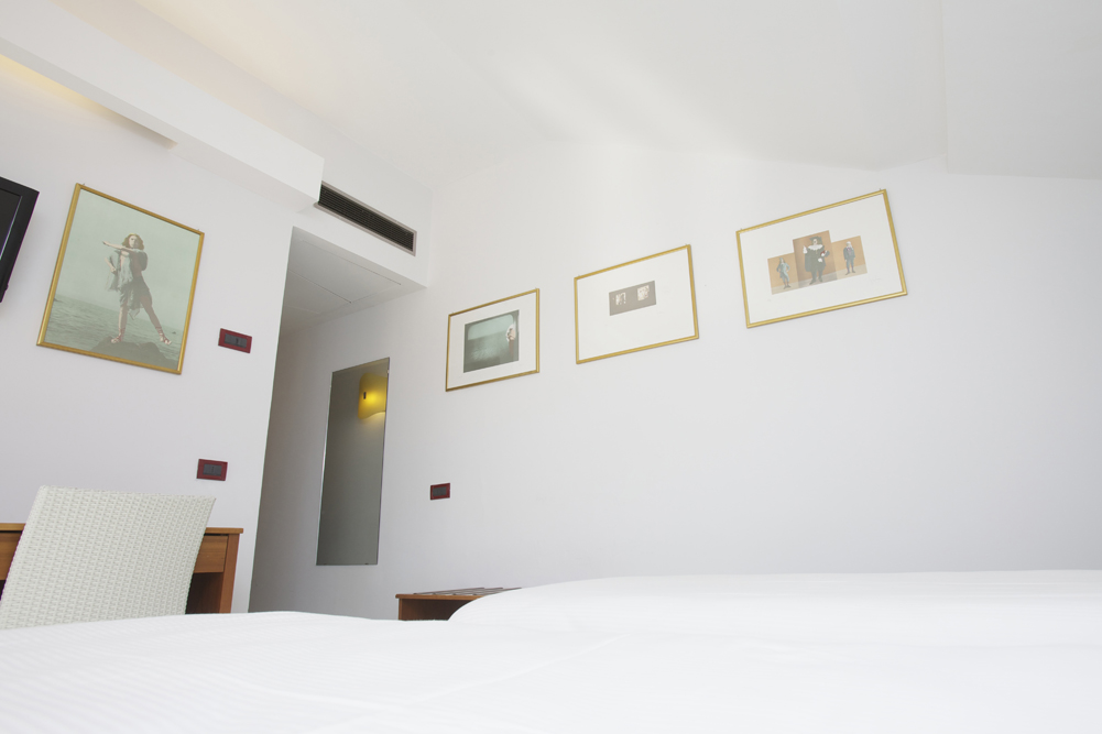 Art_Hotel_Gran_Paradiso_2012_416_Luigi_Ontani_2.jpg