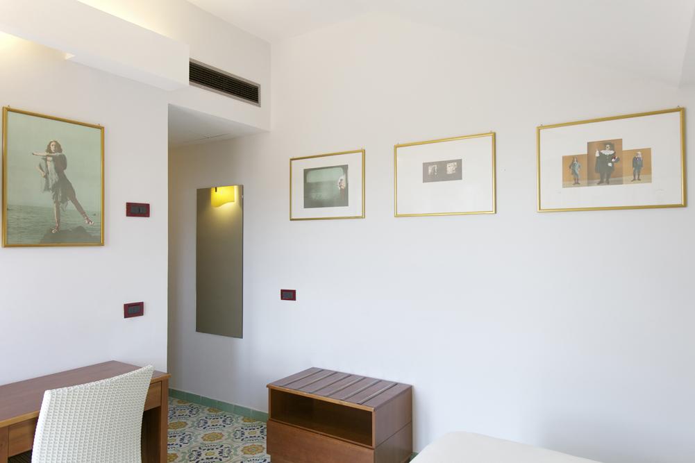 Art_Hotel_Gran_Paradiso_2012_416_Luigi_Ontani_3.jpg