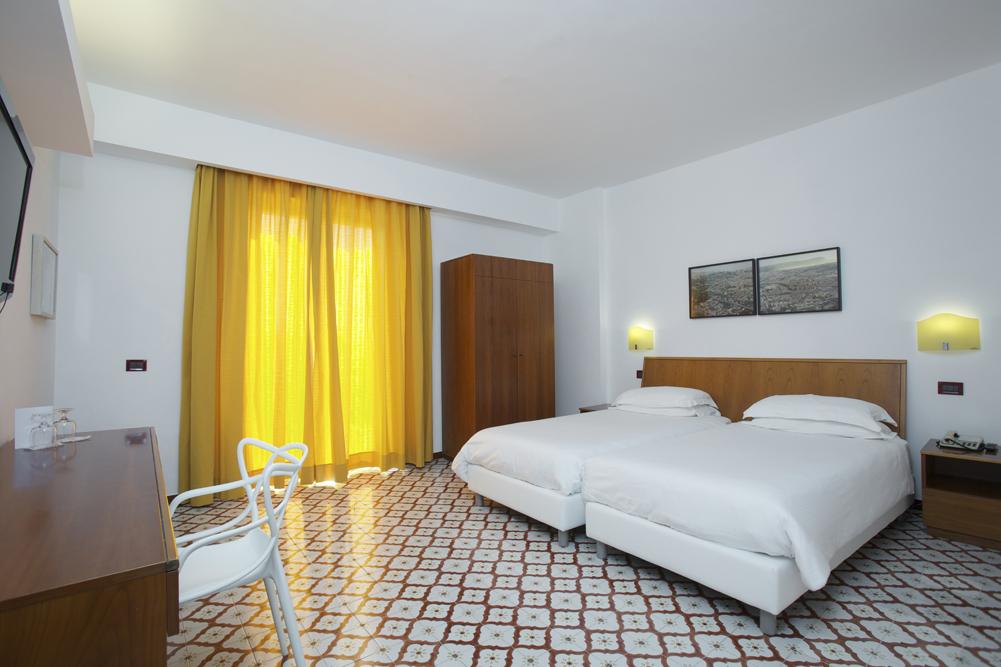 Art_Hotel_Gran_Paradiso_2012_302_Vincenzo_Castella_1.jpg