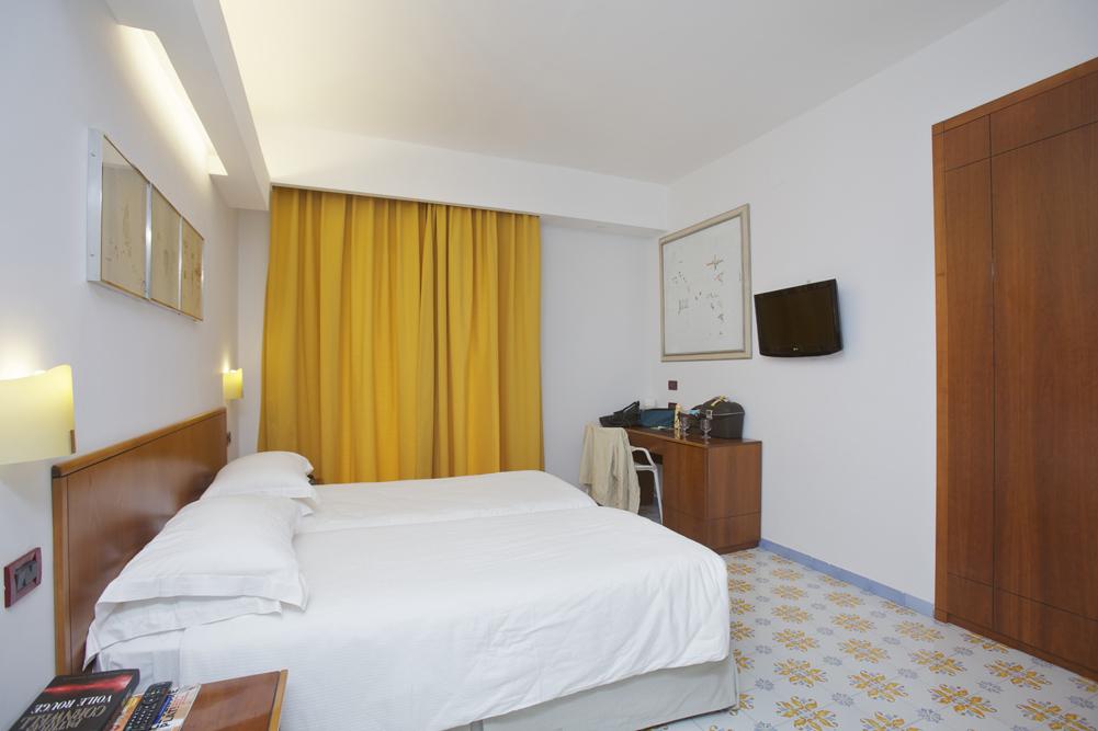 Art_Hotel_Gran_Paradiso_2012_316_Gianfranco_Baruchello_1.jpg