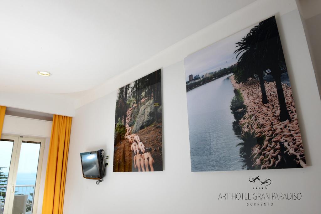 Art_Hotel_Gran_Paradiso_2013_121_Spencer_Tunick_1.jpg