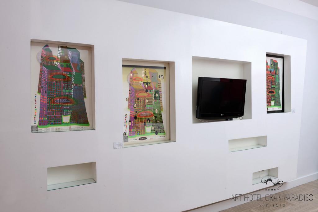 Art_Hotel_Gran_Paradiso_2013_128_Friedensreich_Hundertwasser_4.jpg